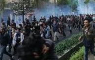 Demo Di Bandung Ricuh, Ratusan Mahasiswa Dievakuasi Ke RS