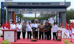 Diresmikan,Jokowi Gratiskan Tol Tebas – Kayu Agung Selama Sebulan