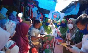 Tekan Virus Corona, Nessy Mustafa Bagikan Hand Sanitizer Ke Pedagang Pasar Mandala, Lampung Tengah