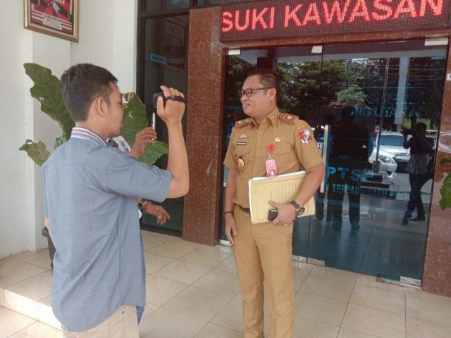 Desyandi saat diwawancarai media