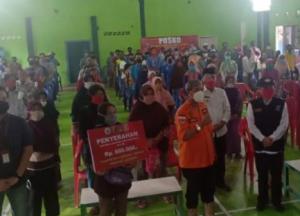 Asiiik, Bupati Lamteng Serahkan Dana BLT DD ke Ribuan KPM