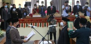 Tok! Ketua DPRD Lampung Barat Lantik Suharlan jadi Anggota DPR