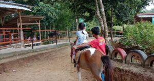 Liburan Asik di Lembah Durian! Tempatnya Adem, Bisa Naik Kuda juga Memanah