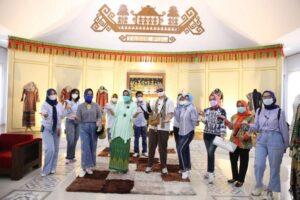 Kasih Pelatihan ke Pengrajin, Riana Arinal Hadirkan Didiet Maulana
