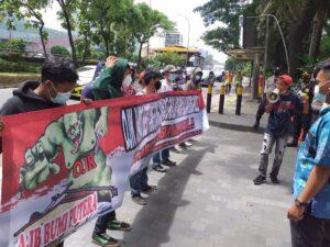 Forum Masyarakat Anti Ketidakadilan Demo OJK
