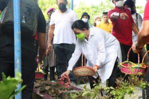 Ketua DPR RI diberi Gelar Adat Ratu Mustika Kartadilaga