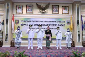 Lantik Bupati dan Wakil Bupati Pesisir Barat, Gubernur Lampung Ingatkan Penanganan Covid-19 Jelang Idul Fitri