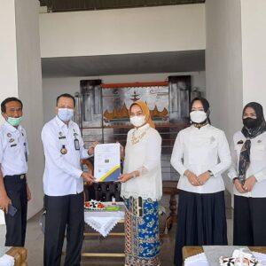 Riana Sari Terima Hak Paten Tapis Lampung dari Kemenhumham
