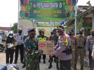 Waka Polda Lampung Sambangi Pos Pengamanan Operasi Ketupat Krakatau 2021 di Simpang Propau, Lampung Utara