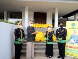 Bantu Masyarakat, Riana Sari Serahkan 150 Paket Sembako