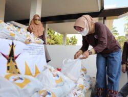 Riana Sari Arinal Bagikan 100 Paket Sembako