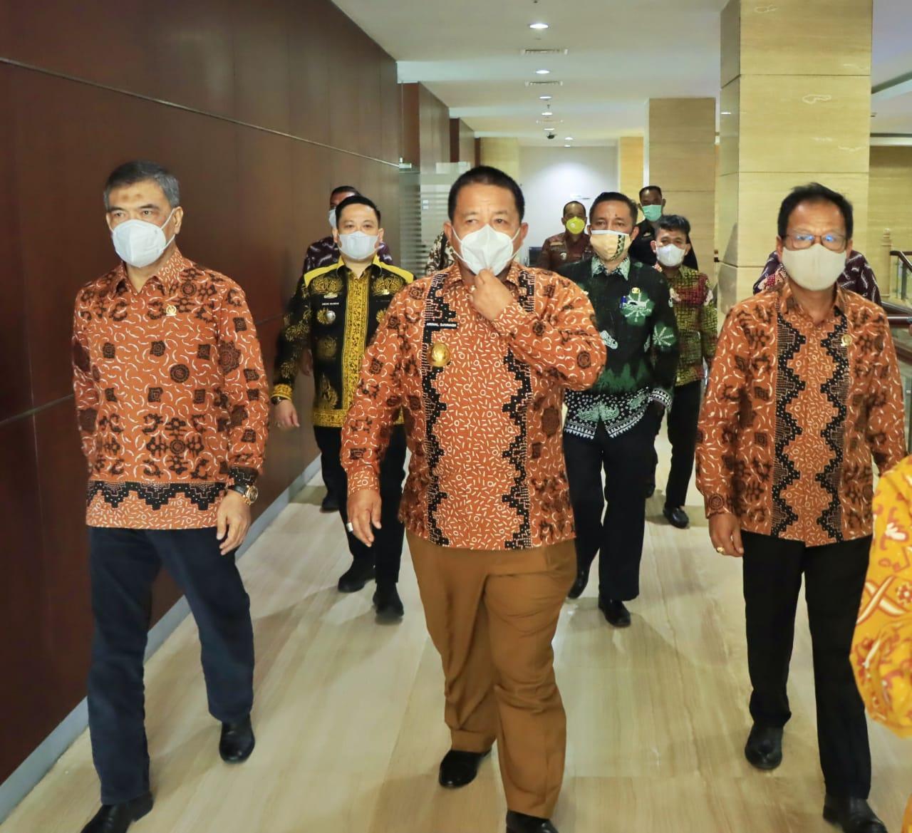 Arinal Bersama Menteri Koperasi Buka Lampung Begawi 2021 - Senator